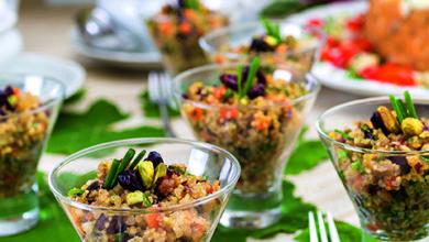 Photo of Salada de quinoa com minilegumes, nuts e frutas secas ao azeite de summac