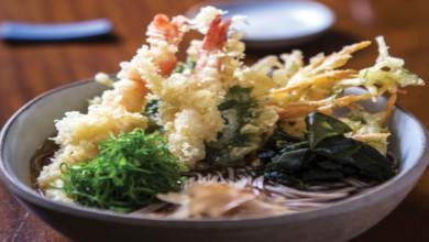 Photo of Soba com tempura de camarão e legumes