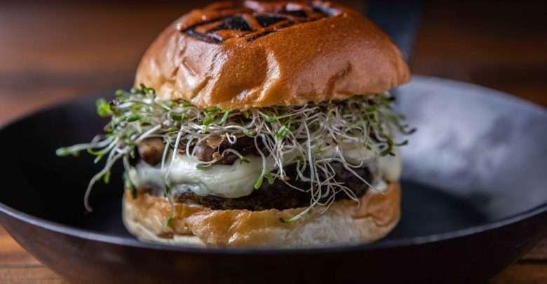 hamburguer vegetariano - Mushies & Bushies - Hambúrguer de cogumelo