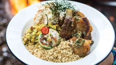 Photo of Carne de lata suína com farofa goiana e mexido de arroz