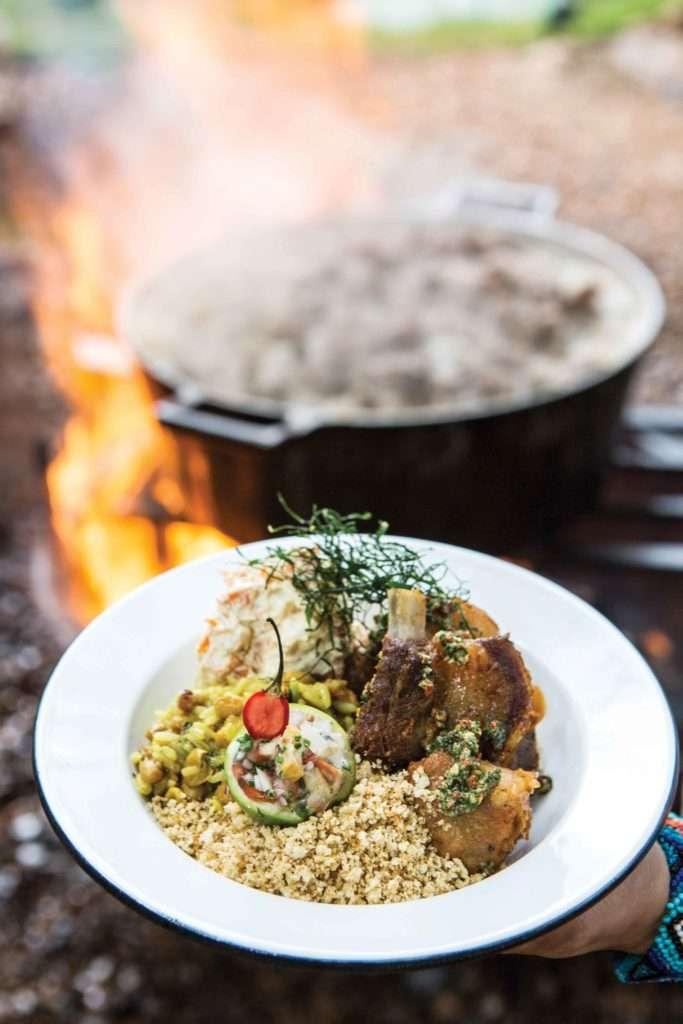 Carne de lata suína com farofa goiana e mexido de arroz