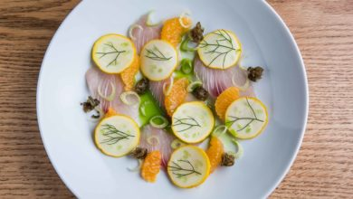 Photo of Crudo de peixe, tangerina, erva-doce e alcaparra frita