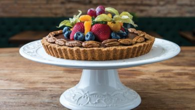 Photo of Torta de chocolate, castanhas e frutas