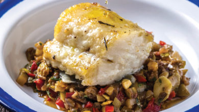 Photo of Lombo de bacalhau ao forno com caponata siciliana