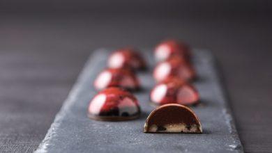 Photo of Bombom de ganache de morango e marzipã de azeitonas