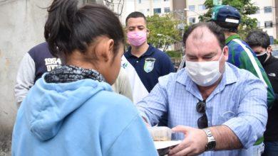 Photo of Projeto Bendita Marmita fornece refeições à população em situação de rua por meio de crowdfunding