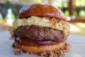 Durante cinco dias, dez hamburguerias venderão combos especiais contendo lanche, batata e refrigerante pelo valor fixo de R$33. | Foto: divulgação Dots Comunicação