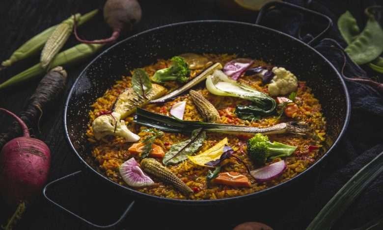 Paella da Horta (vegetariana), feita com legumes e verduras 100% Orgânicos e aioli; do restaurante Torero Valese. Foto: Mário Rodrigues/ divulgação.