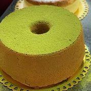 Chiffon cake de matchá. Foto: Cesar Yukio/ divulgação.