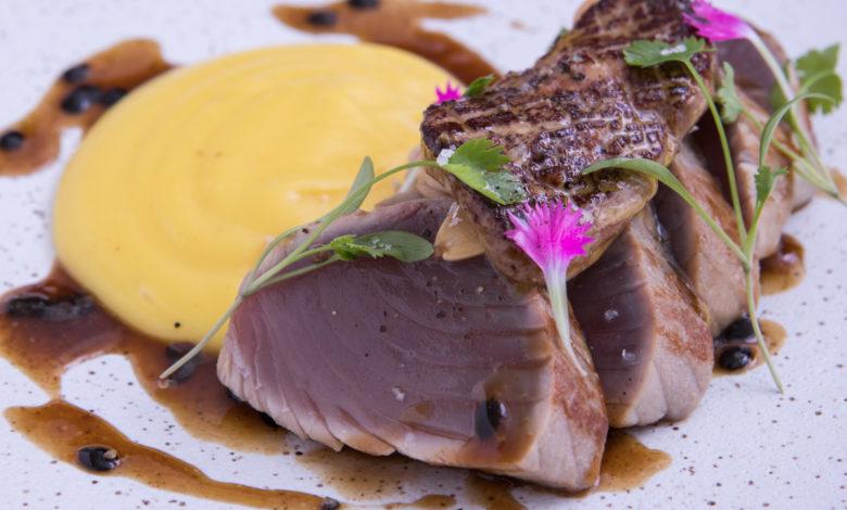 tataki de atum com foie gras, mousseline de baroa e teriyaki de maracujá_Elia Schramm_Fotos: Ricardo D'Angelo