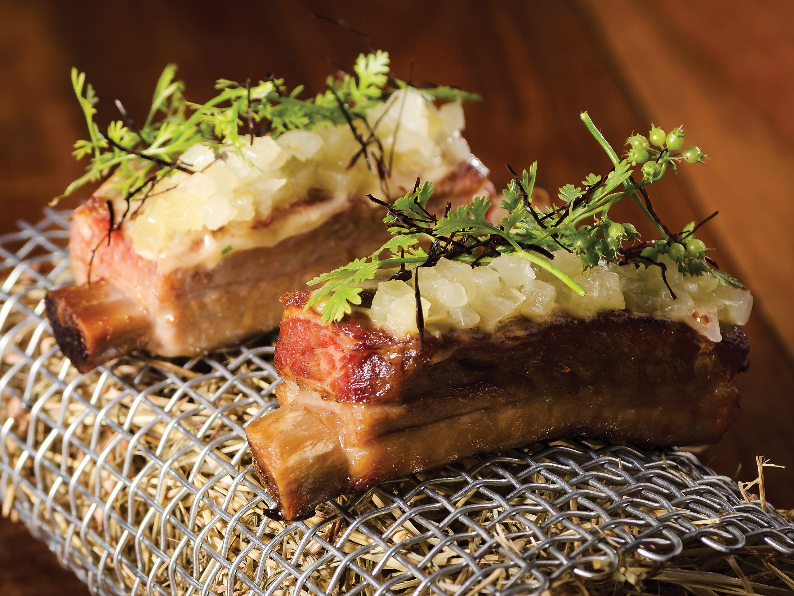 Restaurante Manga costelinha de porco defumada com abacaxi